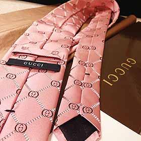 Gucciのネクタイ
