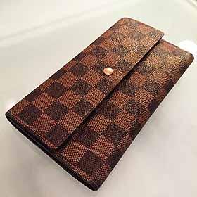 LOUIS VUITTONの折り財布