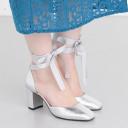 2018年最旬シルバー靴コーデ。スニーカー、パンプスの靴下合わせテクも♡
